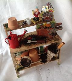 DOLLS HOUSE MINIATURES - Gardeners / Potting Bench