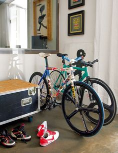 Fixie for girls (fixed gear & singlespeed). Bicycles Love Girls. http://bicycleslovegirls.tumblr.com