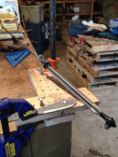 This looks like a jig I built 15 years ago. I used a heavy section of angle iron with holes every few inches to work uniformly down longer blades. Knife Grinding Jig, Knife Sharpening, Knives And Tools, Knives And Swords, Knife Making Tools, Diy Knife, Metal Projects, Welding Projects, Custom Knives