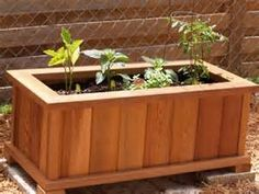 Planter Box Made From Cedar Fence Pickets - Good tutorial!