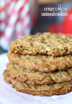 Crispy Chewy Oatmeal Cookies…perfectly crispy on the outside and chewy in the middle! {Cookies & Cups} Source by Cookies Receta, Yummy Cookies, Köstliche Desserts, Delicious Desserts, Dessert Recipes, Oats Recipes, Plated Desserts, Biscuits, Best Oatmeal Cookies