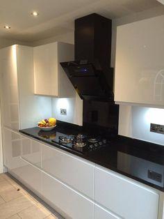 Cucina Colore Segrato White Gloss doors.  Sensio under unit lighting Nero Black Granite worktop  Caple Black glass extractor hood Caple black Gas on Glass hob