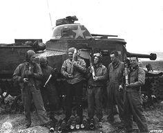 Crew of Grant medium tank, US Armored Regiment, Souk el Arba, Tunisia, 23 Nov 1942 (US Army Signal Corps photo) Old School Pictures, Us Armor, Ww2 Photos, Armored Fighting Vehicle, Ww2 Tanks, 23 November, Battle Tank, Us History, History Pics