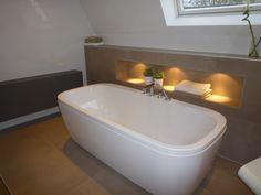 Bad met nis met verlichting. Badkamer ideeen via Sanidrome Bouter uit Papendrecht