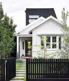 House exterior cottage picket fences ideas for 2019 Design Exterior, Exterior Colors, Exterior Paint, Exterior Shutters, White Exterior Houses, Modern Exterior, Casas California, California Bungalow, Weatherboard Exterior