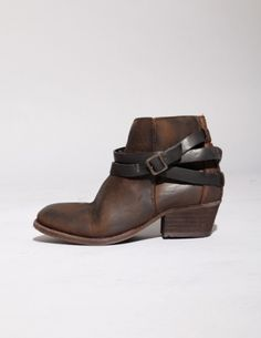 Double buckle strap boot #pixiemarket  Love the buckle, and the worn leather look.