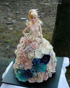 Creative Cake Decorating, Cake Decorating Videos, Cake Decorating Techniques, Bolo Barbie, Barbie Cake, Doll Cake Tutorial, Doll Cake Designs, Barbie Doll Birthday Cake, Dolly Varden Cake