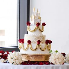Obsessed with all things Disney? We've rounded up 27 magical Disney wedding ideas to make your fairy tale wedding even more Disney themed! Beautiful Cakes, Amazing Cakes, Disney Inspired Wedding, Disney Weddings, Fairytale Weddings, Themed Wedding Cakes, Themed Cakes, Disney Cakes, Wedding Cake Inspiration