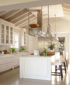 The Basics of Elegant, Simple Kitchen in a Renovated Warehouse - walmartbytes Kitchen Nook, Old Kitchen, Kitchen Dining, Kitchen Decor, Green Kitchen, Design Kitchen, Beautiful Kitchens, Cool Kitchens, Home And Living