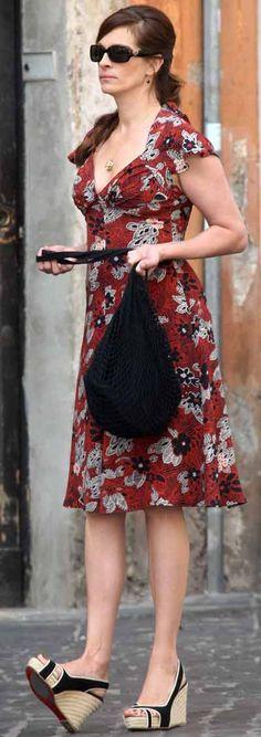 Who Else Wants to Find the 19 Cutest Floral Tea Dresses? Kimono Style Dress, Kimono Fashion, Fashion Dresses, Shirt Dress, Tea Dresses, Vintage Dresses, Floral Tea Dress, Sundresses, Julia Roberts