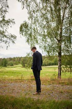 Kristian venter på Kari. Romantisk fotografering i landlige omgivelser ved Isesjø  #bryllup #bryllupsfoto #bryllupsfotograf Studios, Stress, Couple Photos, Couples, Creative, Couple Shots, Couple Photography, Couple, Psychological Stress