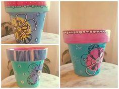 macetas pintadas a mano Painted Plant Pots, Painted Flower Pots, Pots D'argile, Clay Pots, Diy And Crafts, Arts And Crafts, Pottery Painting, Garden Accessories, Terracotta Pots