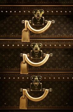 How to Clean Luggage of Any Kind - This is a great tip.  Had a new suitcase and it came out like it had been in a war zone after my last trip.. Grease everywhere!