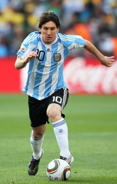 Sports: This is a picture of Lionel Messi, one the best soccer players on the Argentina professional soccer team. Soccer, or fútbol, is an important part of people's daily lives in Argentina. Kids, adults, friends and families play for fun or for competition. Many conversations talk about soccer. God Of Football, Football Icon, World Football, Good Soccer Players, Football Players, Cristiano Rinaldo, Argentina Football Team, Professional Soccer, Best Player