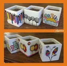 Resultado de imagen para imágenes de macetas pequeñas pintadas Mosaic Flower Pots, Mosaic Garden, Mosaic Art, Garden Art, Painted Clay Pots, Painted Flower Pots, Clay Pot Crafts, Rock Crafts, Pottery Painting Designs