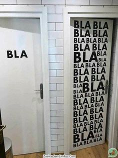 Funny pictures, gifs, memes, and all things comedy from around the internet. If you're a fan of comedy and you need a good laugh, you're in the right spot. Images Aléatoires, Best Funny Pictures, Cool Pictures, Random Pictures, Funny Photos, Funny Riddles With Answers, Haha, Bathroom Signs, Bathroom Doors