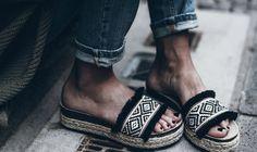 ¿Sabes cuáles son las sandalias de moda de este verano?  ¡¡Las reinas del verano!!  No te pierdas el BLOG, te lo contamos. #qmp #quemepongo #blog #verano #sandalias #mustverano #must #verano2017