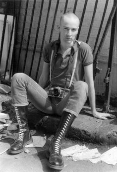 Dressed as a skinhead with Doc Martin boots and Fred Perry shirt, UK (Photo by: PYMCA/UIG via Getty Images) Mode Skinhead, Skinhead Men, Skinhead Boots, Skinhead Fashion, Skinhead Style, Doc Martins Boots, Estilo Punk Rock, Portrait Photos, Fred Perry Shirt