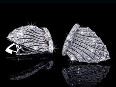 An exquisite Art Deco Diamond Double-Dress-Clip/Brooch circa 1920 individually wearable (hva)