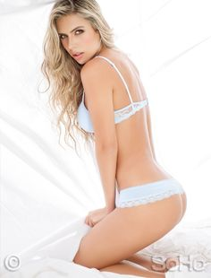 La modelo Ana Sofia Henao en ropa interior femenina