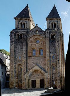 Conques ~ Aveyron ~ France ~ Church of Saint‐Foy (circa Romanesque Art, Romanesque Architecture, Church Architecture, Historical Architecture, Ancient Architecture, Beautiful Architecture, Monuments, Houses Of The Holy, Medieval World