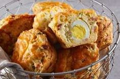 Meet the most epic breakfast of all time: bacon, egg and cheese muffins. All you need is a jumbo muffin tin and a big appetite. Jumbo Muffins, Cheese Muffins, Breakfast Muffins, Breakfast Ideas, Savory Breakfast, Morning Breakfast, Brunch Ideas, Bacon Egg And Cheese, Cheese Appetizers