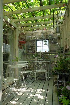 「私の庭・私の暮らし」人気インスタグラマーの素敵な庭 群馬県・山中邸 – GardenStory (ガーデンストーリー) Dream Garden, Home And Garden, Minimalist Garden, Cottage Garden Design, Patio Interior, Garden Studio, Green Life, Balcony Garden, Garden Styles
