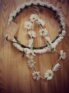 corona de flores con margaritas y collar a juego. corona de flores para el pelo, corona de flores,