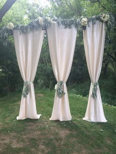 #FabulousDropsWithFlowersForCeremony Wedding Props, Wedding 2017, Farms, Home Decor, Homesteads, Decoration Home, Wedding Accessories, Room Decor, Interior Design
