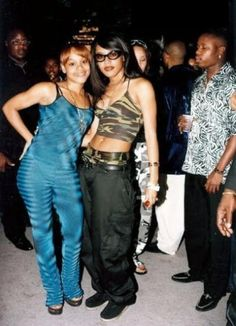 "Damn this made me get misty eyed ( Lisa ""Left Eye"" Lopes and Aaliyah in a picture together ) two women who too too soon RIP🌹👭 Rip Aaliyah, Aaliyah Style, Aaliyah Outfits, Sexy Outfits, Hip Hop Fashion, 90s Fashion, Fashion 2016, Fashion Sewing, Urban Fashion"