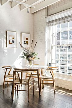 32 Admirable Dining Room Design Ideas - When considering dining room design in your home, you primarily have the décor and furniture to consider. These factors will largely be influenced by . Dining Nook, Dining Room Sets, Dining Room Design, Kitchen With Living Room, Danish Living Room, Dining Decor, Family Kitchen, Room Kitchen, Kitchen Dining