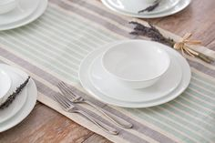 Amazon.com | Corelle 20 Piece Livingware Dinnerware Set with Storage, Winter Frost White, Service for 4: Dinnerware Sets