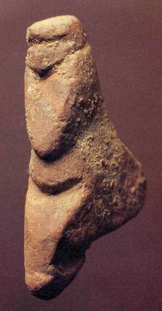 The Courbet Venus. About 14 900 years old. Fine-grained red quartzite. 25 mm. Musée Toulouse-Lautrec d'Albi. Photo: Caldwell (2005)