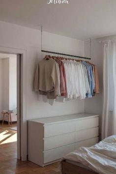 Die frisch sanierte Wohnung verfügt über zwei Z #bedroomideas #bedroom Room Ideas Bedroom, Small Room Bedroom, Home Decor Bedroom, Closet Bedroom, Tiny Bedroom Design, Home Room Design, Wardrobe Room, Minimalist Room, Aesthetic Bedroom