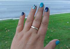 BIBLEUDOTS: Rimmel ... NAIL BASE & TOP COAT (7151); Melkior ... BLUE ROYAL (21739)Ș Rimmel ... PORT-A-LOO-BLUE (880)Ș Melkior ... WHITE SNOW (21801) #relaxitaxi #rimmel #melkior #nailart Rimmel, Top Coat, Nailart, Snow, Base, Engagement Rings, Jewelry, Fashion, Enagement Rings