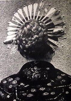 Traditional folk costume, Northern Italy: Lombardy, the Lombard Crown (la «corona lombarda Folk Costume, Costumes, Italian Hair, Prosthetic Leg, Italian Outfits, Italian Jewelry, Europe Fashion, Silver Hair, Beauty Make Up