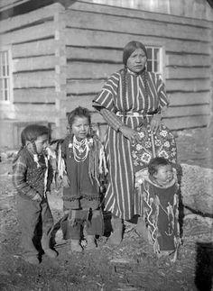 Lucy Joscum with children - Flathead - circa 1906