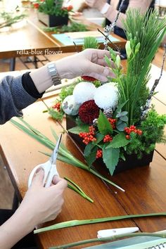 Flower Arrangements, Table Decorations, Flowers, Chinese, Home Decor, Floral Arrangements, Decoration Home, Room Decor, Royal Icing Flowers