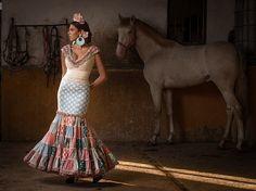 Colección de trajes de flamenca 2014 - Manuela Macías Moda Flamenca Flamenco Party, Flamenco Dresses, Spanish Fashion, Two Piece Skirt Set, Formal Dresses, Stylish, My Style, Skirts, How To Wear