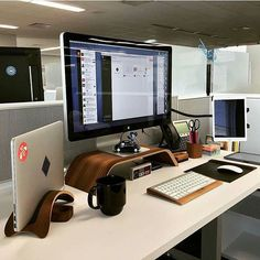We've compiled the best office desk setup ideas and ergonomic desk setups for. Cool Office Desk, Computer Desk Setup, Home Office Setup, Home Office Space, Office Workspace, Home Office Design, The Office, Work Desk, Game Room Design