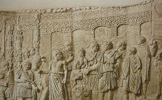 Il ponte di Traiano sul Danubio, progettato da Apollodoro di Damasco fu costruito dal 103 al 105 d.C. fra la prima e la seconda guerra dacica. Per più di 1000 anni rimase il ponte più lungo del mondo. Poggiava su 20 pilastri in muratura e aveva una larghezza di passaggio di 15 metri. Fu volutamente smantellato per ragioni di sicurezza quando l'imperatore Aureliano rinunciò alla provincia dacica nel III sec.d.C.