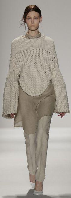 Knitwear Design by Mia Jianxia Ji : Academy of Art University Spring 2015 Collections - Runway