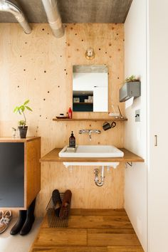 中古を買ってリノベーションの相談はEcoDeco.リノベーションの事例写真たくさんあります。不動産購入、リノベの相談無料。#リノベーション#インテリア#東京#照明#家づくり#home #house#趣味#趣味を楽しむ#整理整頓#暮らし#玄関#ヴィンテージ#洗面#洗面インテリア#洗面所 Bathroom Inspiration, Interior Inspiration, Sliding Wall, A Frame Cabin, Natural Interior, House Entrance, Simple Bathroom, Modern House Design, Home Renovation