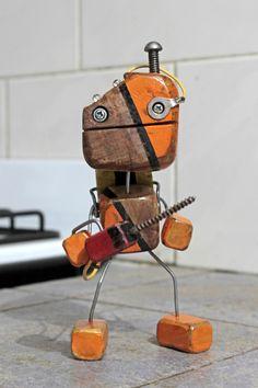 Retro Robot, Wood Animal, Scrap Wood Projects, Iron Work, Wooden Art, Wood Toys, Diy Toys, Metal Art, Crafts To Make
