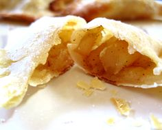 :) PERFECT for the wonton wrappers currently sitting in my fridge. would make great snacks for the kids lunch! Just Desserts, Delicious Desserts, Dessert Recipes, Yummy Food, Tasty, Apple Recipes, Sweet Recipes, Chocolates, Wonton Recipes