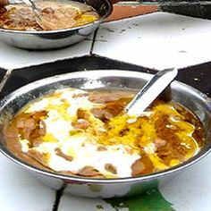 Typically eaten with bread in the morning hours, the traditional Egyptian ful medames breakfast consists of slow-cooked fava beans (partiall. Gourmet Breakfast, Vegan Breakfast Recipes, Brunch Recipes, Healthy Recipes, Breakfast Around The World, Egyptian Food, Frijoles, Exotic Food, Middle Eastern Recipes