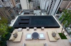 Gilberto Elkis Paisagismo- Roof terrace with black swimming pool Roof Terrace Design, Rooftop Design, Black Bottom Pools, Moderne Pools, Swiming Pool, Small Pools, Rooftop Terrace, Garden Pool, Cool Pools