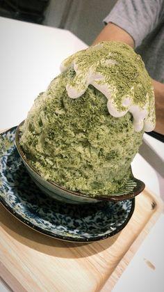 [I ate] Matcha with azuki bean bingsu(shaved ice dessert)! - Wootipong Pureemahawong - [I ate] Matcha with azuki bean bingsu(shaved ice dessert)! [I ate] Matcha with azuki bean bingsu(shaved ice dessert)! Milk Shakes, Matcha Cafe, Matcha Dessert, Bingsu, Korean Dessert, Korean Dishes, Desserts Menu, Filipino Desserts, Food Goals