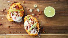 Bakt søtpotet – NRK Mat – Oppskrifter og inspirasjon Norwegian Food, Diy Food, Vegetable Pizza, Baked Potato, Spicy, Food And Drink, Chili, Potatoes, Bacon