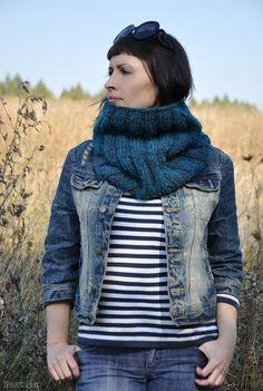 Chunky knit scarf / infinity cowl / loop scarf teal blue grey by Nastiin